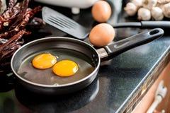 Ovos em uma frigideira Fotografia de Stock Royalty Free