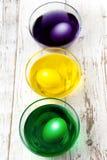 Ovos em uns copos de pintura Fotografia de Stock