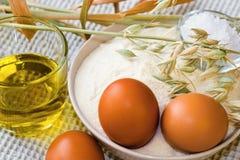 Ovos, farinha, óleo e milho Fotografia de Stock
