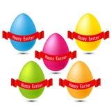 Ovos felizes da cor de easter com fita vermelha Imagens de Stock Royalty Free