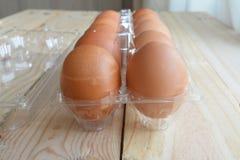 Ovos frescos em um pacote plástico Imagens de Stock Royalty Free