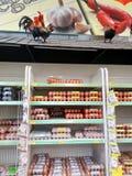 Ovos frescos no supermercado Fotos de Stock Royalty Free