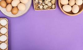 Ovos frescos sobre o fundo imagem de stock