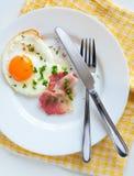Ovos fritados Imagens de Stock