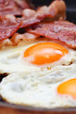 Ovos fritados com bacon Imagem de Stock