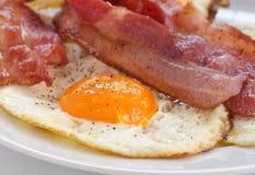 Ovos fritados com bacon Fotografia de Stock Royalty Free