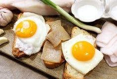 Ovos fritados com bacon imagem de stock royalty free