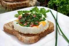 Ovos fritados com presunto Imagens de Stock