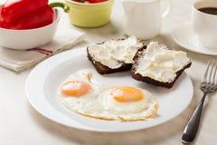 Ovos fritados para o pequeno almoço Imagem de Stock Royalty Free