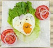 Ovos fritos dados forma amor Imagens de Stock Royalty Free