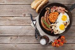 Ovos fritos do café da manhã inglês, salsichas, bacon Fotografia de Stock Royalty Free