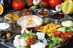 Ovos fritos e cafés da manhã foto de stock