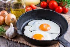 Ovos fritos em uma frigideira Imagem de Stock