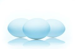 Ovos isolados no branco Imagem de Stock