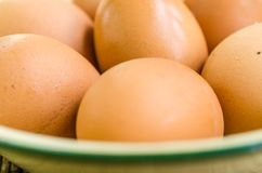 Ovos na bacia Imagem de Stock