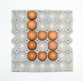 Ovos na bandeja de papel para o mercado Imagem de Stock