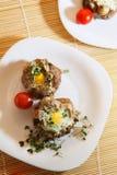 Ovos na carne triturada imagem de stock royalty free
