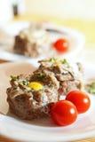 Ovos na carne triturada Foto de Stock