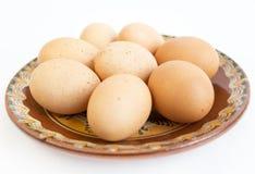 Ovos na placa cerâmica pintada Fotos de Stock Royalty Free