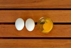 Ovos na tabela Imagem de Stock