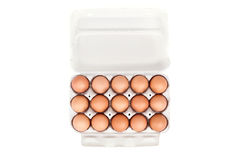 Ovos no empacotamento do cartão isolados no fundo branco Imagens de Stock