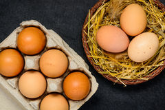 Ovos orgânicos da galinha Fotografia de Stock Royalty Free