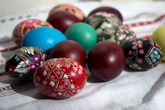 Ovos pintados para a Páscoa, os ovos da páscoa ucranianos e os ovos da páscoa o Fotos de Stock Royalty Free
