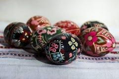 Ovos pintados para a Páscoa, os ovos da páscoa ucranianos e os ovos da páscoa o Imagem de Stock