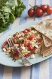 Ovos Scrambled com tortillas fotografia de stock royalty free