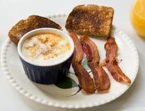 Ovos Shirred foto de stock