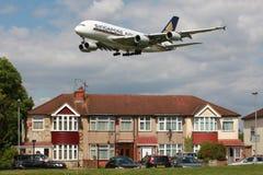 Oväsen för flyg för Singapore Airlines flygbuss A380 Arkivbilder