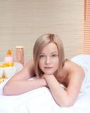 ovwe красотки ослабляет женщину спы белую Стоковое Изображение RF