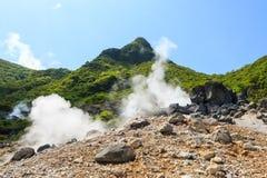 Owakudani-Tal (vulkanisches Tal mit aktivem Schwefel und heißem s stockbild