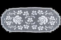 Owalu koronkowy tablecloth odizolowywający na czarnym tle, kwiecisty deseniowy obrazek Zdjęcie Royalty Free