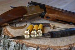 Łowiecki karabin i amunicje Fotografia Stock