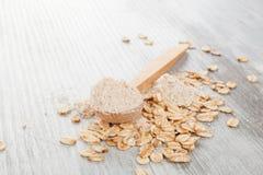Owies mąka w drewnianej łyżce zdjęcie stock