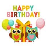 Owl Happy Birthday Background mignon avec le boîte-cadeau, les ballons et le P Photographie stock