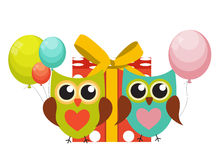 Owl Happy Birthday Background sveglio con il contenitore di regalo, i palloni e la P Illustrazione di Stock