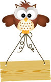 Owl holding wooden sign Royalty Free Stock Photography
