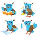 Owl And Learning Set On sveglio un fondo bianco Immagini Stock Libere da Diritti