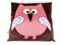 Owl Shaped Pillow no fundo branco fotografia de stock royalty free