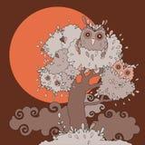 Owls i tree. Rolig tecknad filmillustration. Arkivbilder