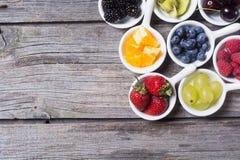 Owoc i jagody w pucharze Zdjęcia Stock
