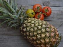 Owoc i warzywo - targowe naturalne dostawy Fotografia Stock