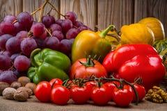 Owoc i warzywo w jesień rocznika wciąż życiu Zdjęcia Royalty Free