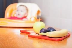 Owoc kłama na stole dziecka tła karmowy makaronowy surowy biel Obraz Stock