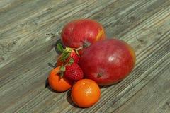 Owoc na drewnianych deskach Obrazy Royalty Free
