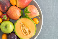 Owoc na talerzu obrazy stock