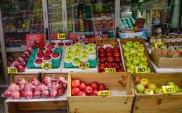 Owoc przechuje przy Hakodate Asaichi rynkiem fotografia royalty free