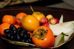 Owoc talerz, wiśnie, Apple, bonkreta Zdjęcia Stock